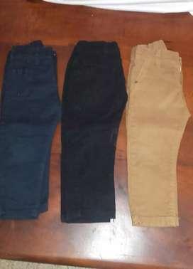 Pantalones de gabardina en muy buen estado muy poco uso talle 2 y 3