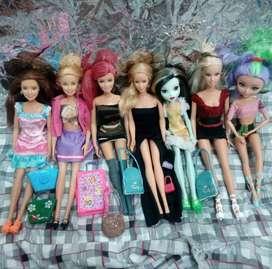 muñecas barbie y una monster high
