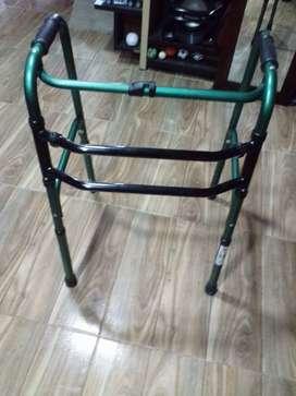 Vendo silla de ruedas y caminador para personas con discapacidad