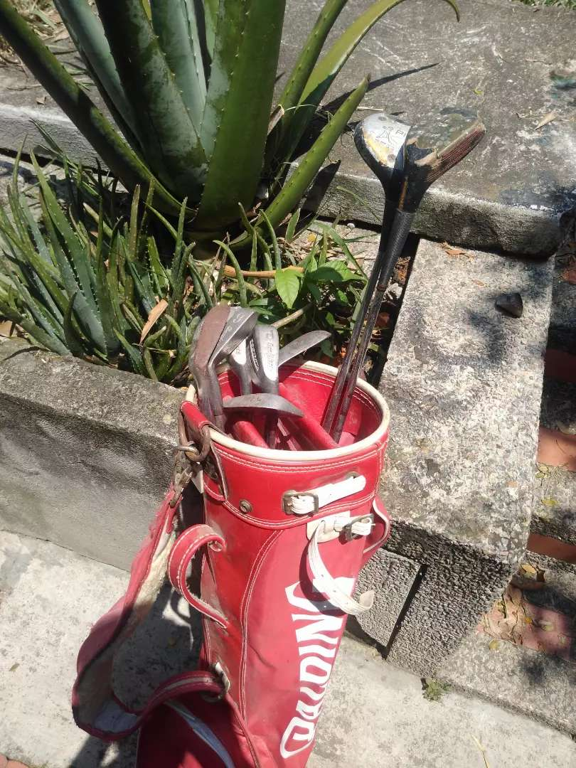 Vendo set de golf con muchila 0