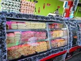 Se vende dos congeladores exhibidores super económicos.
