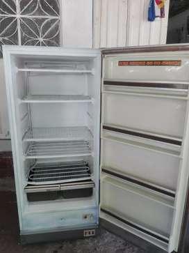Venta de congelador o refrigerador marca Philips en buen estado económico de energía y silencioso, espacioso con gabetas
