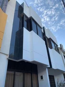 Se Arrienda Casa de 3 pisos en Crespo, Cartagena.