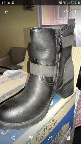Botas  y zapatillas nuevas