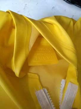 Impermeable amarillo talla M
