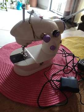Máquina de coser totalmente funcional