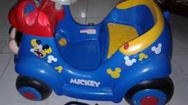 Vendo carrito montable  de Disney con control remoto