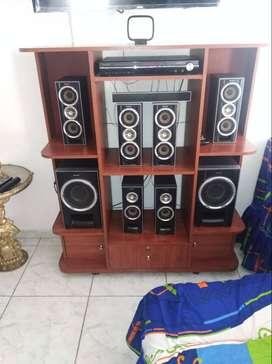 Venta de equipo de sonido ( se incluye el mueble )