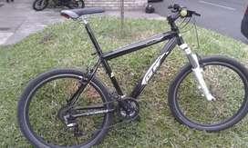 Bicicleta  con suspensión de bloqueo. Rin 26