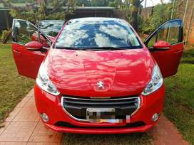 Peugeot 208 Feline Pack Cuir 1.6 Techo Corredizo color Rojo Papeles al dia 36000km sedan 5 ptas Unico dueño