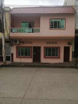 Casa en venta con dos departamentos