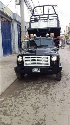 Vendo camioneta con volco