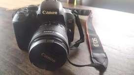 Camara Canon T7i excelente estado + accesorios.