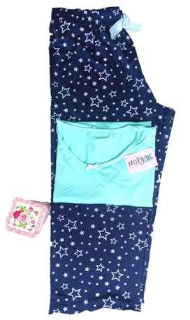 Pijama Capri y camiseta o esqueleto