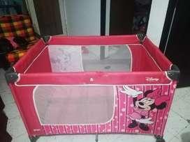 Cuna para niña de minnie mouse marca Disney