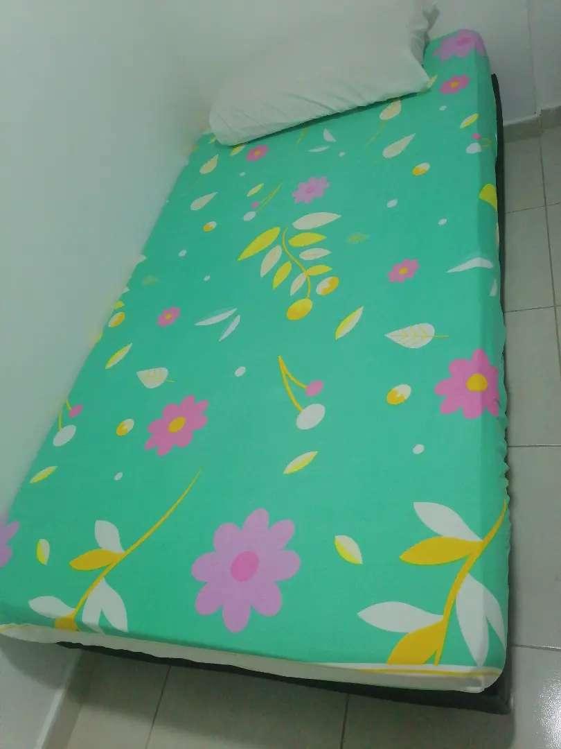 Cama base con colchón