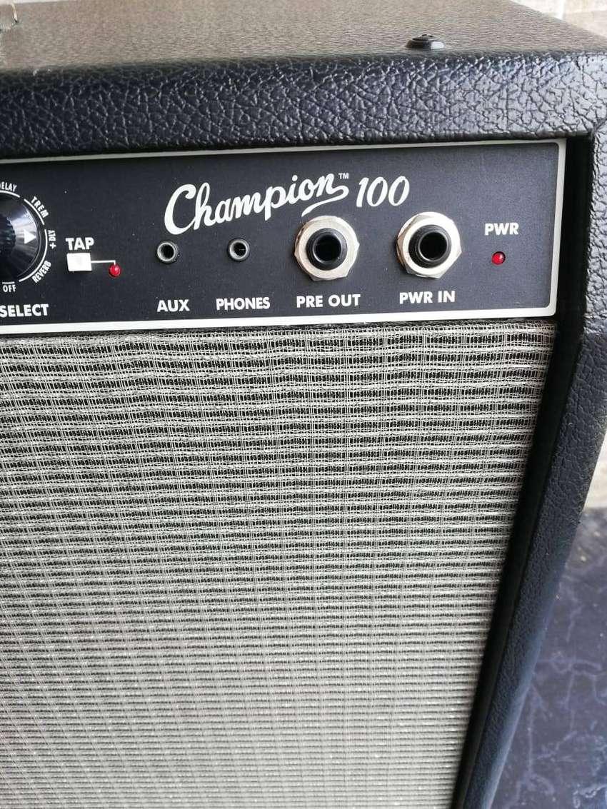 """Amplificador de Guitarra Fender Champion con efectos 120 watts con doble parlante de 12"""" 0"""