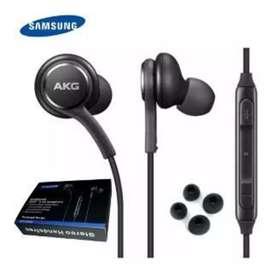 Se vende audifonos  AKG nuevos con sus accesorios