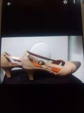 Carteras y zapatos nuevos