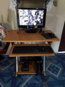 Una computadora de mesa