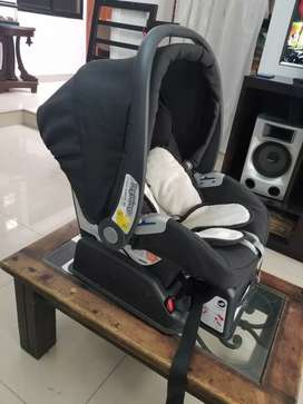 Hermosa Silla de bebé para carro, marca PRIMO VIAGGIO importada excelente marca y estado,