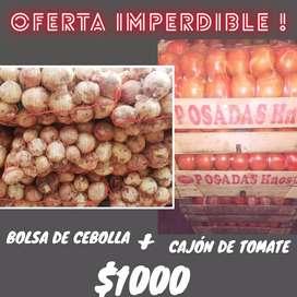 Cajon de tomate y bolsas de cebolma