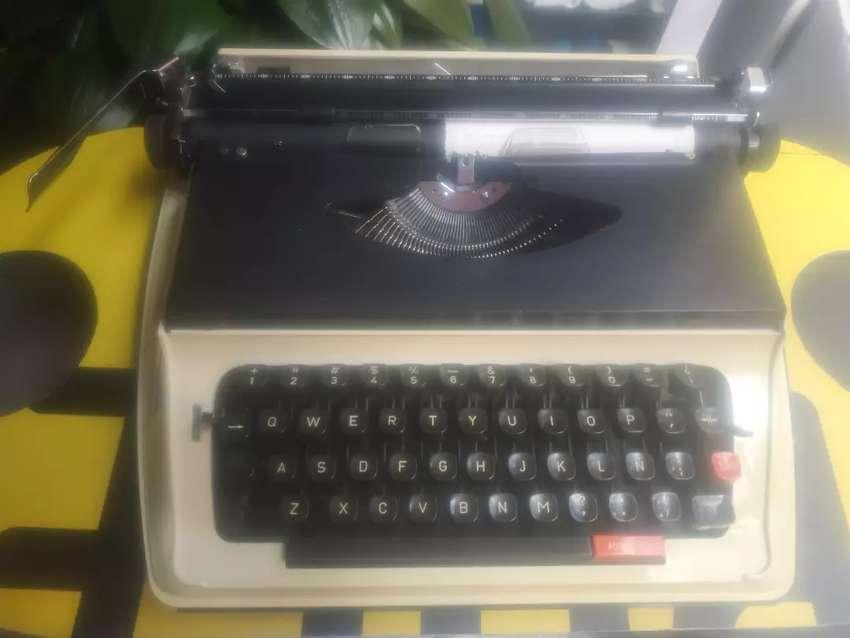 Maquina de escribir. 0