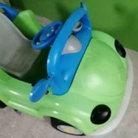 Ocación se vende carro a batería recargable para niño