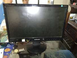 se vende monitor en buen estado de 22 pi
