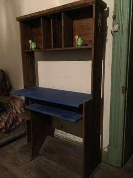 Mueble de pino para PC