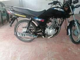 Venta de moto semi nueva