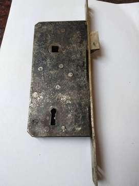 Antigua y única cerradura de puerta marca Bomoro fabricación Alemana