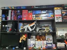 Tengo varios video juegos y colecciones.