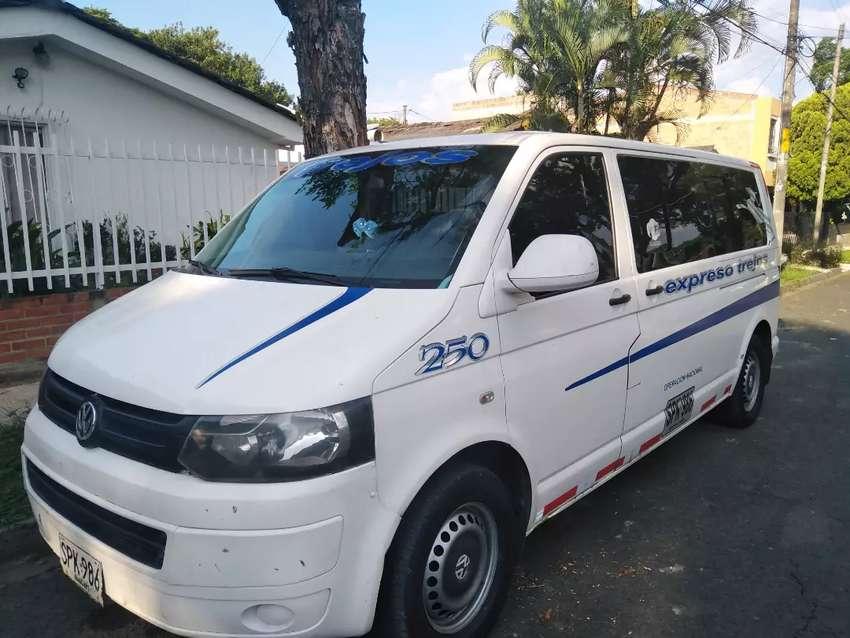 Buseta Volkswagen transporter t5 2.0 tdi turbo diésel afiliada con buen ingreso ruta fija