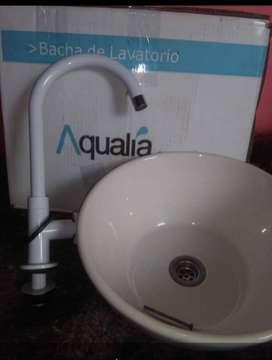 Lavatorio de manos Aqualia con grifería