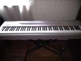 Piano Yamaha P-60