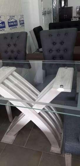 Juégo de comedor   de 4 puestos de  lujo en roble y vidrio