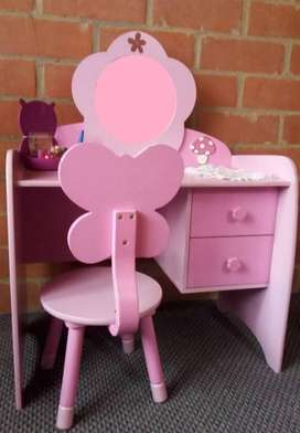 Tierno tocador rosa infantil