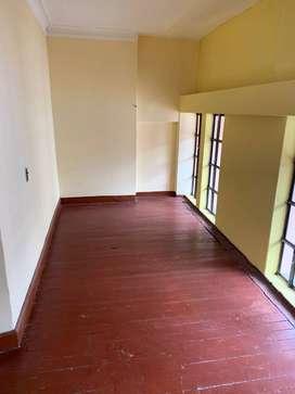 se alquila casa en segundo piso