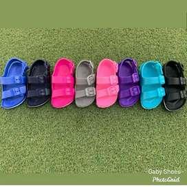 Sandalias de niños y niñas