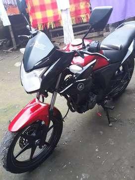 Se vende moto Honda cb110 twister