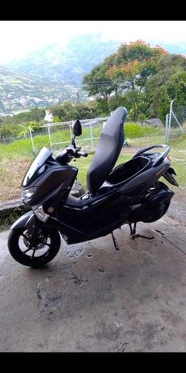 Vendo moto nmax 2021 7000 kilómetros