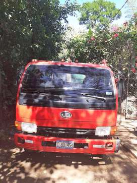 Camion Nissan UD año  2003