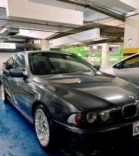 Excelente BMW 540i