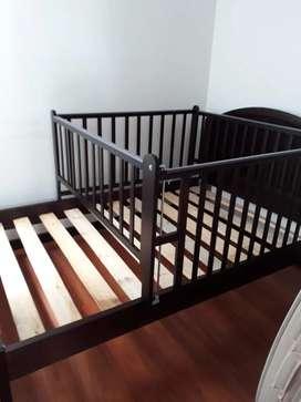 Corral de madera para cama cuna