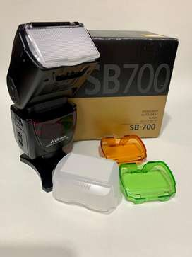 Flash Nikon SB -700