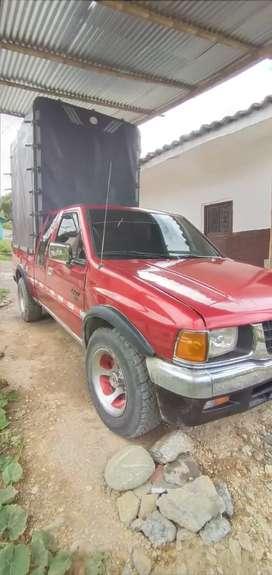 Chevrolet Luv 2300, cabina y media, Estacas