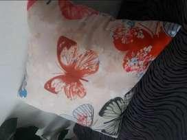 Cojines rosa con mariposas