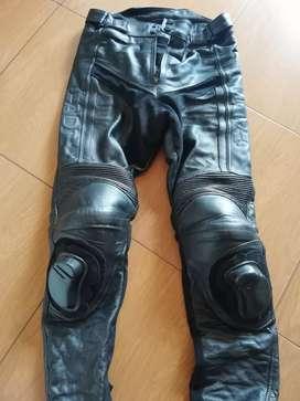 Pantalón adt protecciones 100% cuero alta velocidad