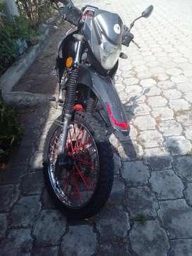 Se vende moto thunder año 2018 matricula al dia motor 200enllantada precio 700dolares